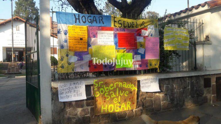 Tras la Cámara Gesell, exigen la restitución de los profesionales despedidos y continúa el conflicto en el Hogar Escuela