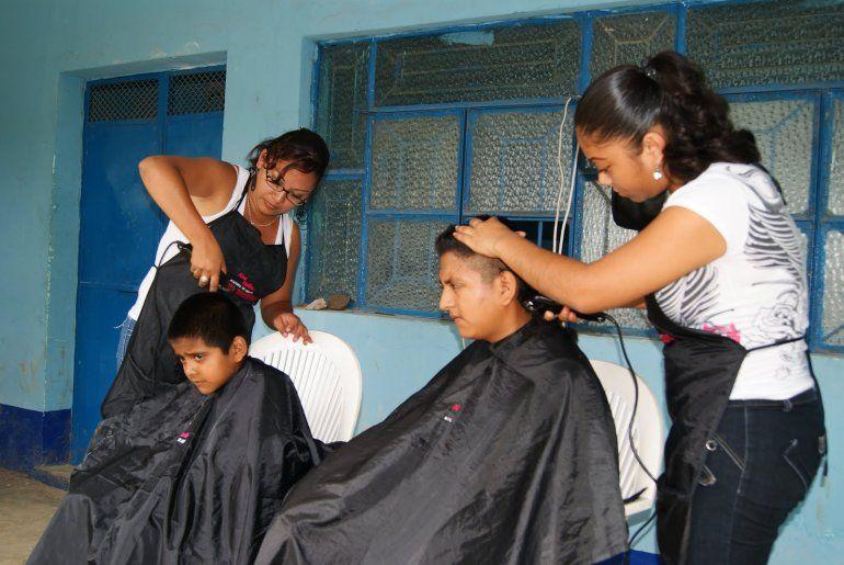 ¡Atención vecinos! Cortes de cabello gratis en el Barrio San Francisco de Álava