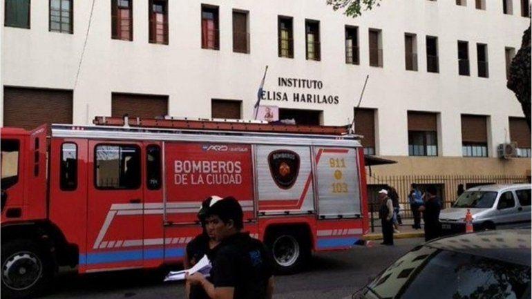 Alumno cayó de un 2º piso del colegio y se encuentra grave