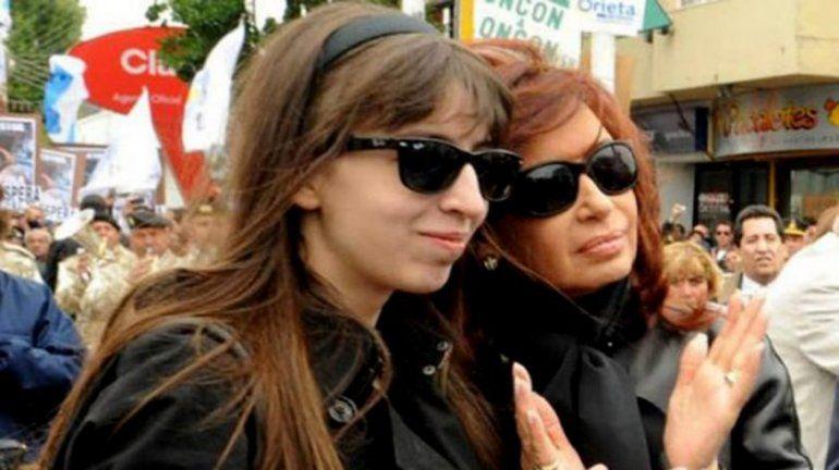 La salud de Florencia Kirchner evoluciona favorablemente y Cristina viajó para acompañarla