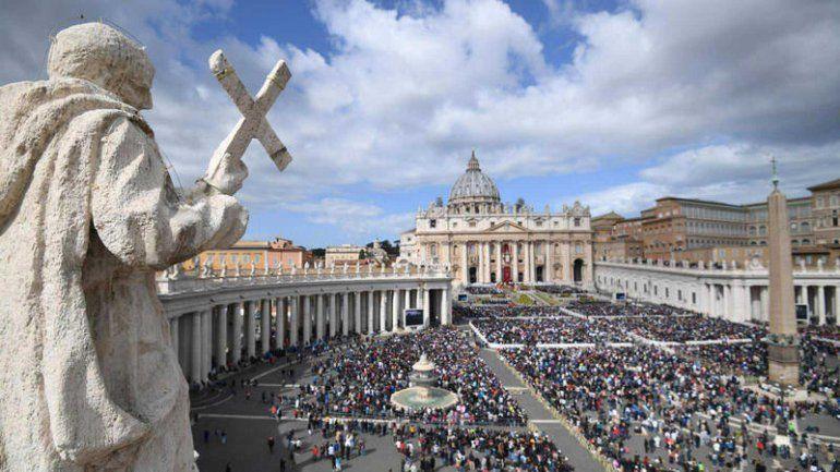 Cinco funcionarios del Vaticano fueron suspendidos por un supuesto fraude financiero