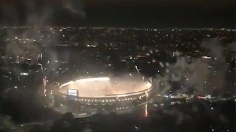 Polémica por la filmación desde un avión del recibimiento a River en el Monumental