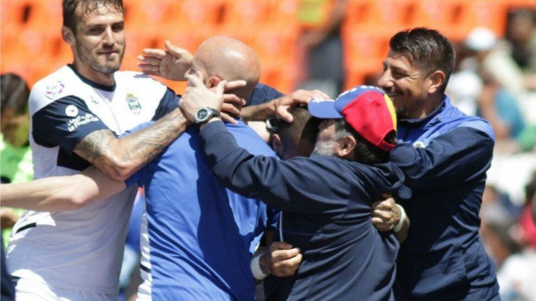 Maradona obtuvo su primer triunfo y el Lobo se entusiasma