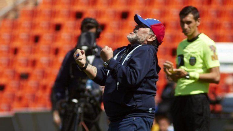 Tras el triunfo de Gimnasia, Maradona festejó a lo grande con un meneaito