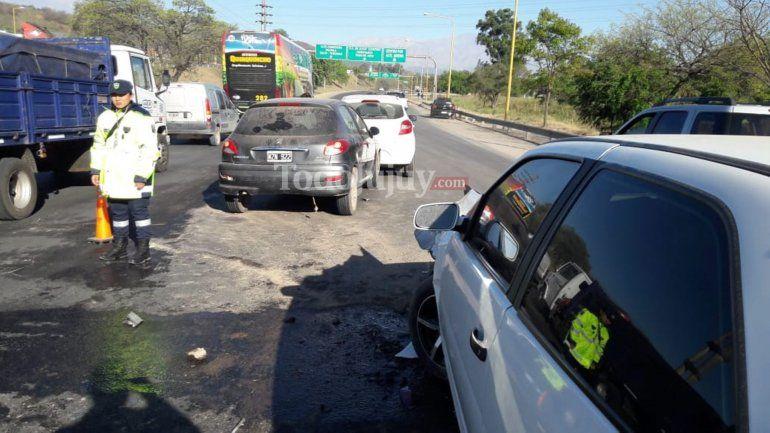 Cuatro autos protagonizaron un choque en cadena en la Ruta 1