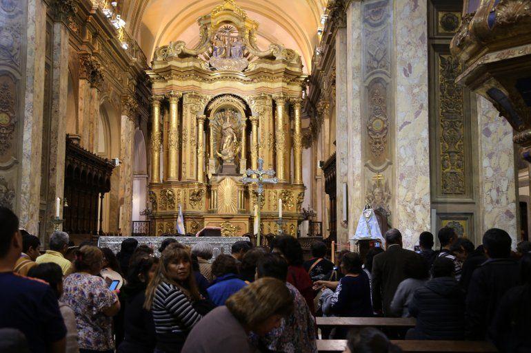 Cientos de Jujeños celebraron el día de la Virgen de Río Blanco en la Catedral de Buenos Aires