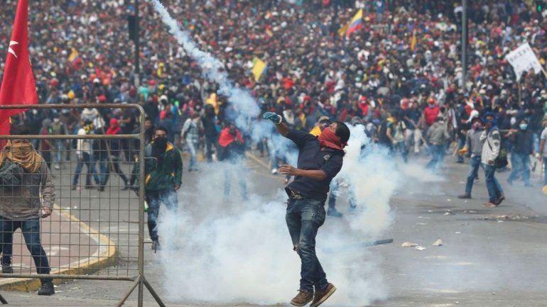 Tras las manifestaciones, decretaron en Ecuador el toque de queda
