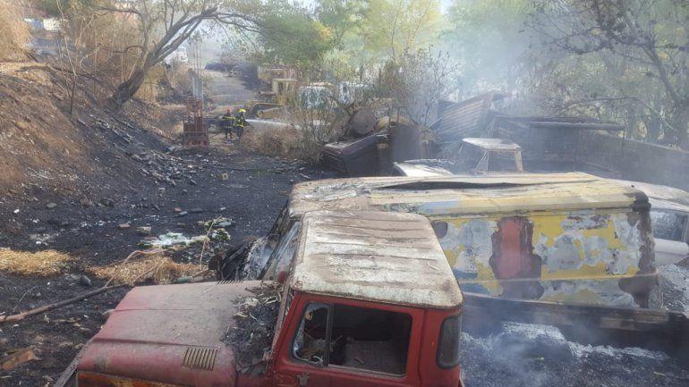 Se incendió parte del predio de Vialidad Provincial: sólo se registraron daños materiales