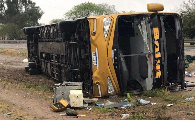 Tucumán: ya son tres los muertos por el vuelco del colectivo que salió de Jujuy