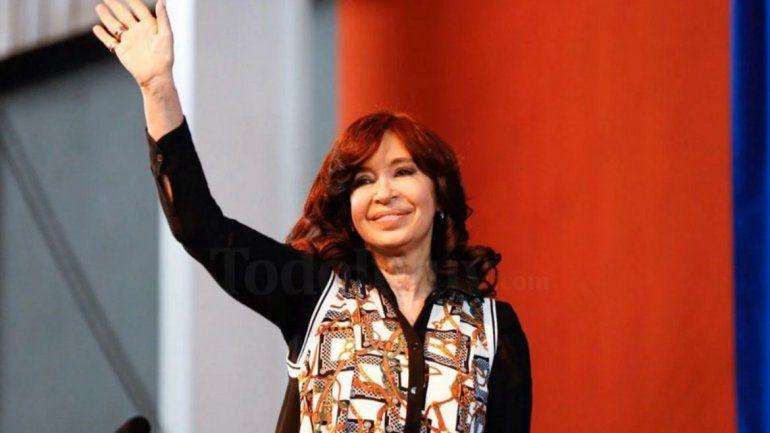 Cristina defendió a Alberto Fernández: La situación del país es complicada, pero hablan de su dedito