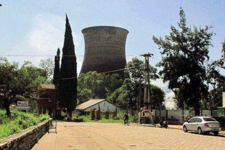 Demolerían la histórica torre de enfriamiento de Zapla, un emblema de Palpalá