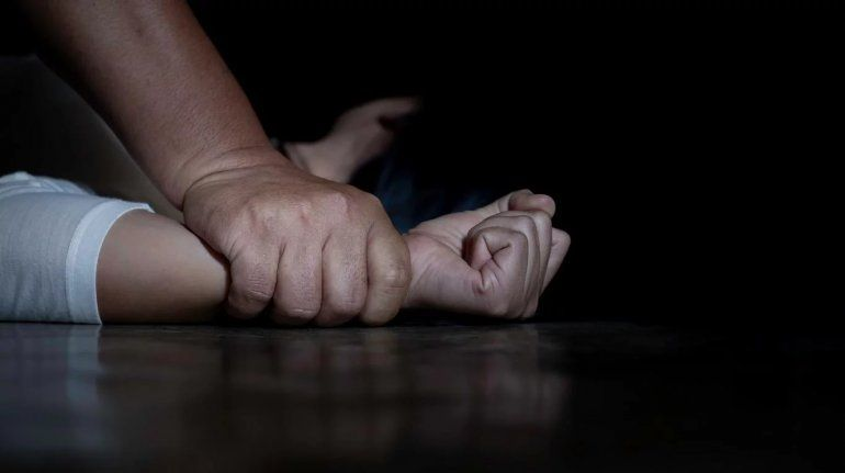 Intentaron violar a una mujer en una parada de colectivos de Alto Comedero