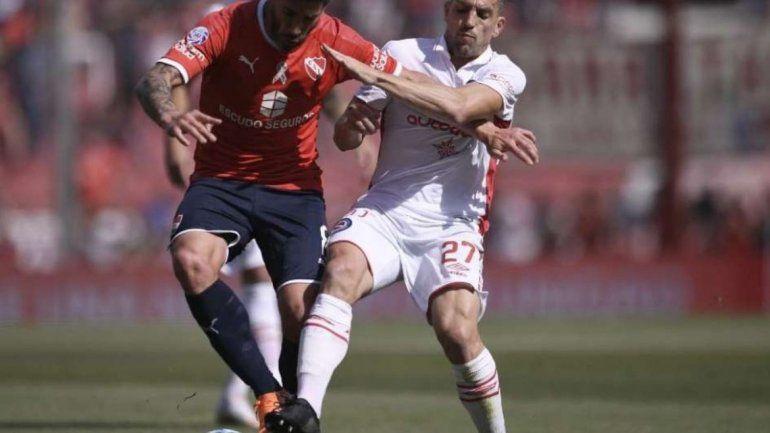 Argentinos le ganó al Rojo en Avellaneda y es puntero junto a Boca