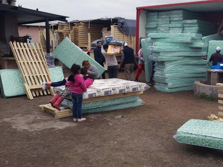Ochenta familias de Alto Comedero recibieron elementos de primera necesidad
