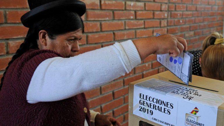 Elecciones en Bolivia: cerraron las urnas y empezó el recuento de votos