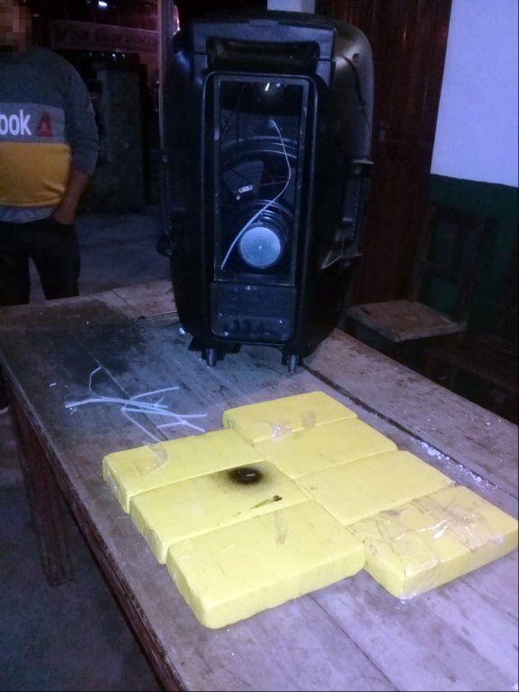 Chalicán: un perrito encontró más 7 kilos de cocaína en un parlante