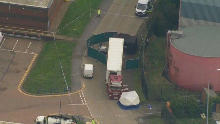 Macabro hallazgo en Londres: encontraron 39 muertos en un camión