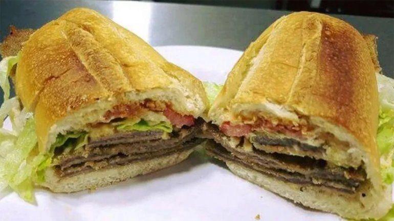 Premiarán con $30 mil al que se coma un sándwich de milanesa de 75 centímetros