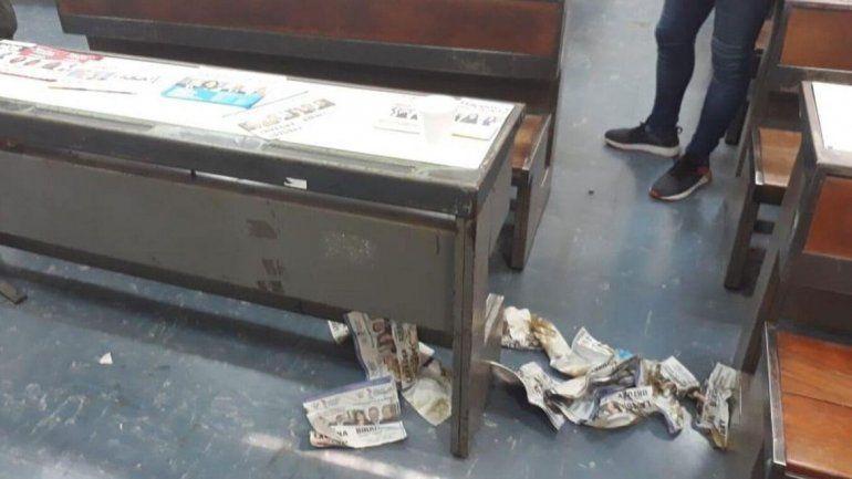 Ocurrió en Córdoba: un votante hizo sus necesidades en el cuarto oscuro y se limpió con votos de Lavagna
