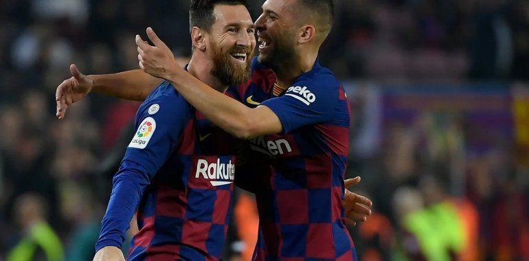 Barcelona goleó con un doblete de Lionel Messi y es puntero
