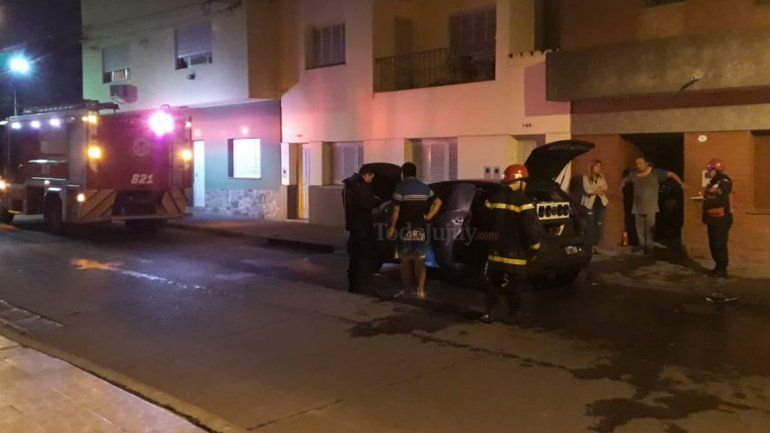 Vandalismo: prendieron fuego un auto que estaba estacionado en Almirante Brown