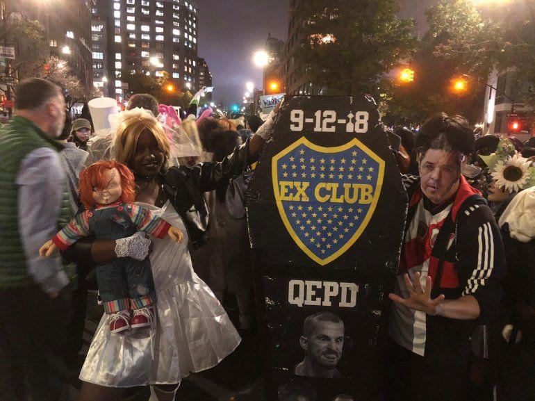 Halloween en Estados Unidos: se disfrazó de Marcelo Gallardo y llevó un ataúd de Boca