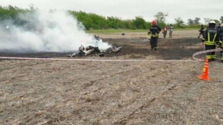 Cayó una avioneta en un campo en Santa Fe y hay dos muertos