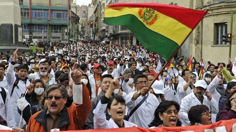Venció el ultimátum de la oposición a Evo Morales y crece la tensión en Bolivia