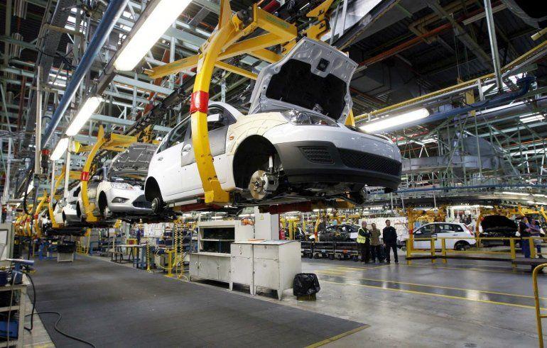 La producción de autos cayó 17,7% interanual en octubre