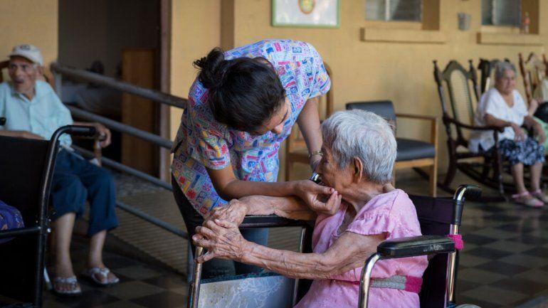 Más de 60 abuelos del Hogar San Antonio necesitan pañales