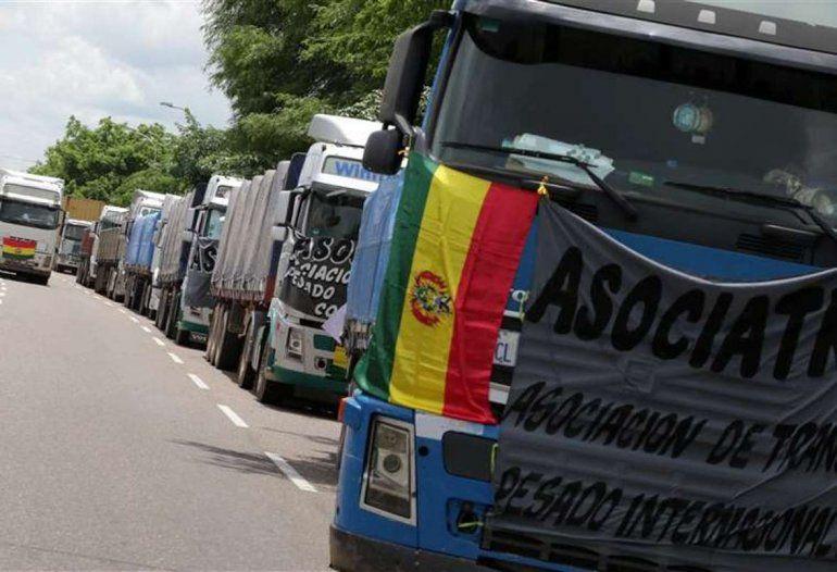 Camioneros bloquean las fronteras de Bolivia y exigen la renuncia de Evo Morales