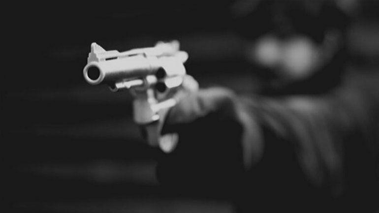 Le apuntaron con un arma en el pecho y otra en la espalda, lo asaltaron y en la Policía no puede hacer la denuncia
