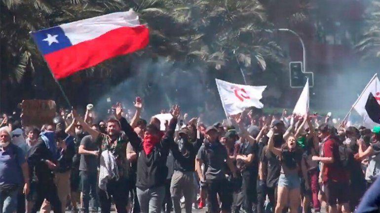 Demandan al presidente chileno por supuestos crímenes de lesa humanidad