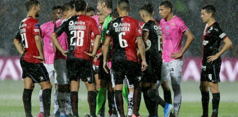 Por las intensas lluvias está interrumpida la final entre Colón e Independiente del Valle