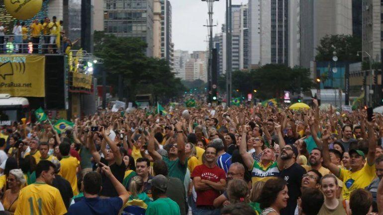 Multitudinarias marchas en contra de la liberación de Lula en San Pablo