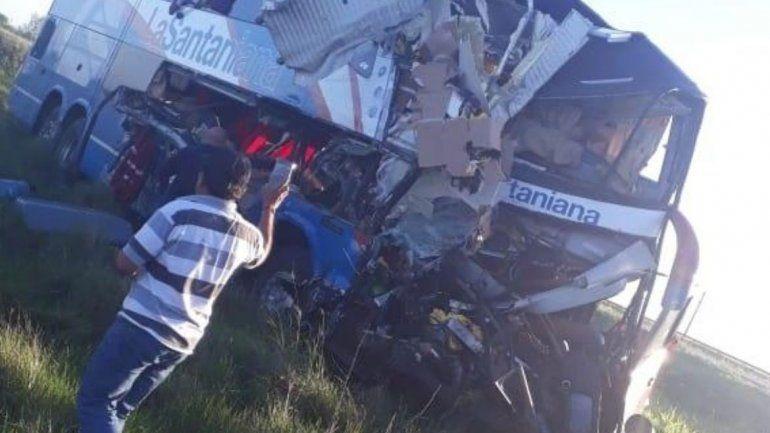 Cuatro muertos y 80 heridos en un choque entre un micro y un camión en Gualeguaychú
