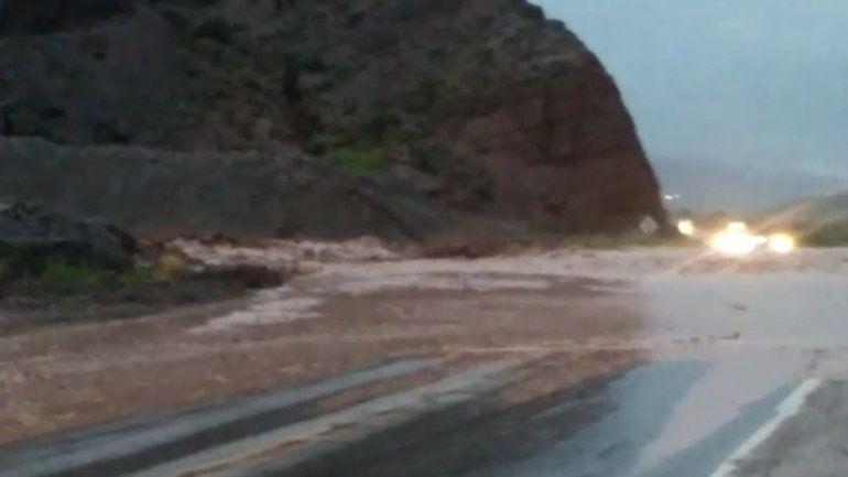 Por las intensas lluvias, hay un corte total sobre Ruta 9 a la altura de Tunalito