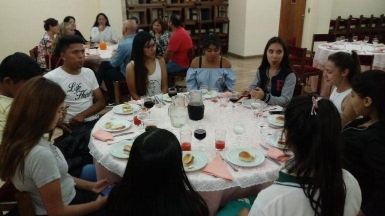 Degustación Cena Blanca 2019: los chicos quieren sanguchitos, empanadas y milanesa