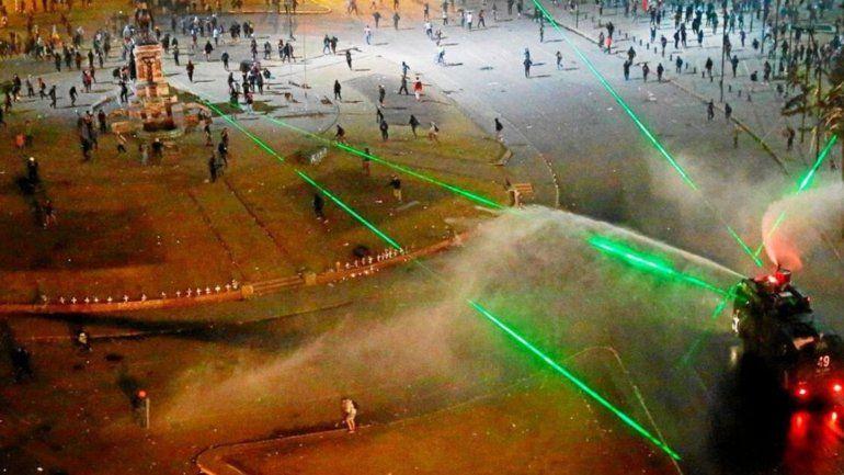 Láser verde: por qué los manifestantes chilenos lo usan en sus marchas