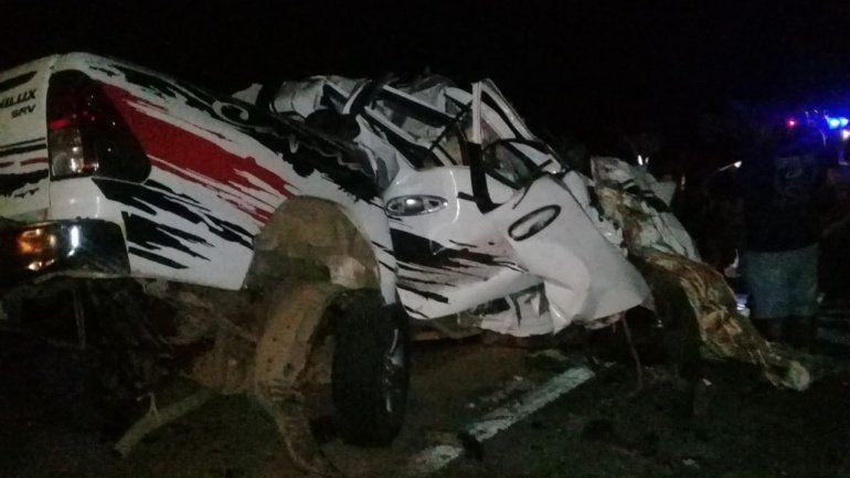 Impactante choque entre un camión y una camioneta en Ruta 34: un muerto