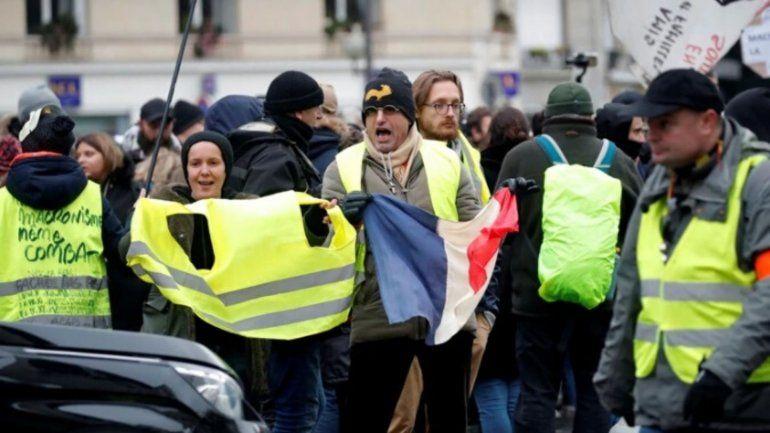 Chalecos amarillos: a un año vuelven las protestas, bloqueos y enfrentamientos