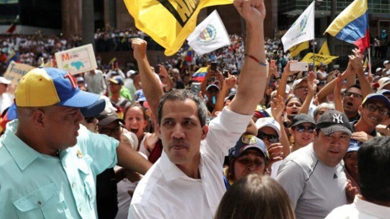 Guaidó pidió seguir el ejemplo de Bolivia y marchar en las calles hasta que caiga Maduro