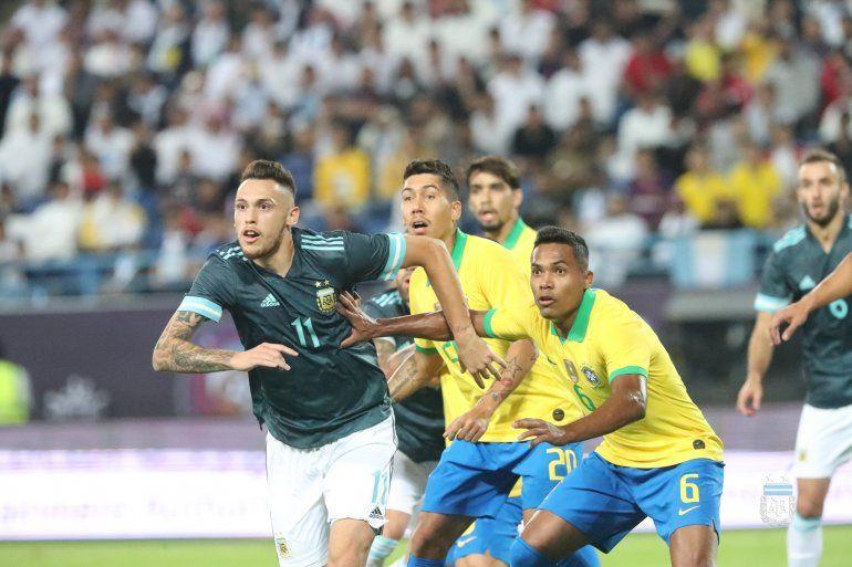Lucas Ocampos se lesionó y no jugará el amistoso con Uruguay