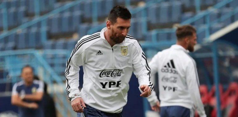 Lionel Messi se movió con normalidad y asoma como titular para el amistoso contra Uruguay