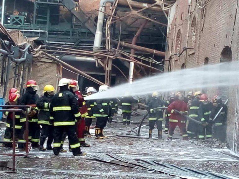 Apagaron completamente el fuego en el Ingenio La Esperanza