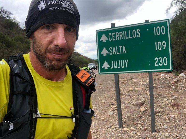 Llega a Jujuy el hombre que corre de Ushuaia a Alaska para promover la lengua de señas