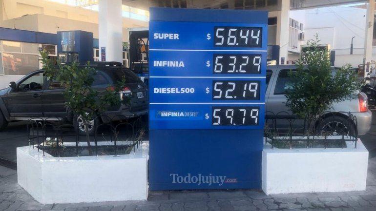Diciembre arrancó con una suba de casi 6% en las naftas: es el décimo aumento en el año