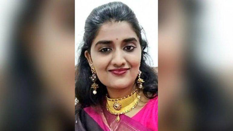 India: violaron en manada, mataron y prendieron fuego a una joven