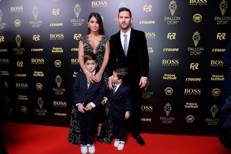 No podía ser de otra manera: Antonella Roccuzzo deslumbró con su outfit en la entrega del Balón de Oro 2019