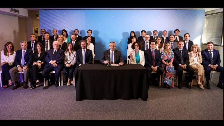 Alberto Fernández presentó el gabinete y los convocó a hacer una epopeya de refundar otra Argentina